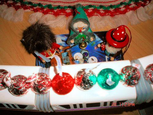 Christmaselfkisses